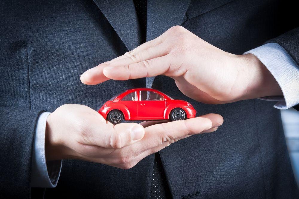 Każdy, kto kupuje nowy samochód, ma nadzieję, że jego pojazd będzie działał bezawaryjnie. Przynajmniej przez jakiś czas. Wie, że razie czego skorzysta z dobrodziejstw płynących z gwarancji. Wielu producentów kusi jednak klientów dodatkową, przedłużoną gwarancją. Ile kosztuje taka przyjemność i na co możemy w tym przypadku liczyć?