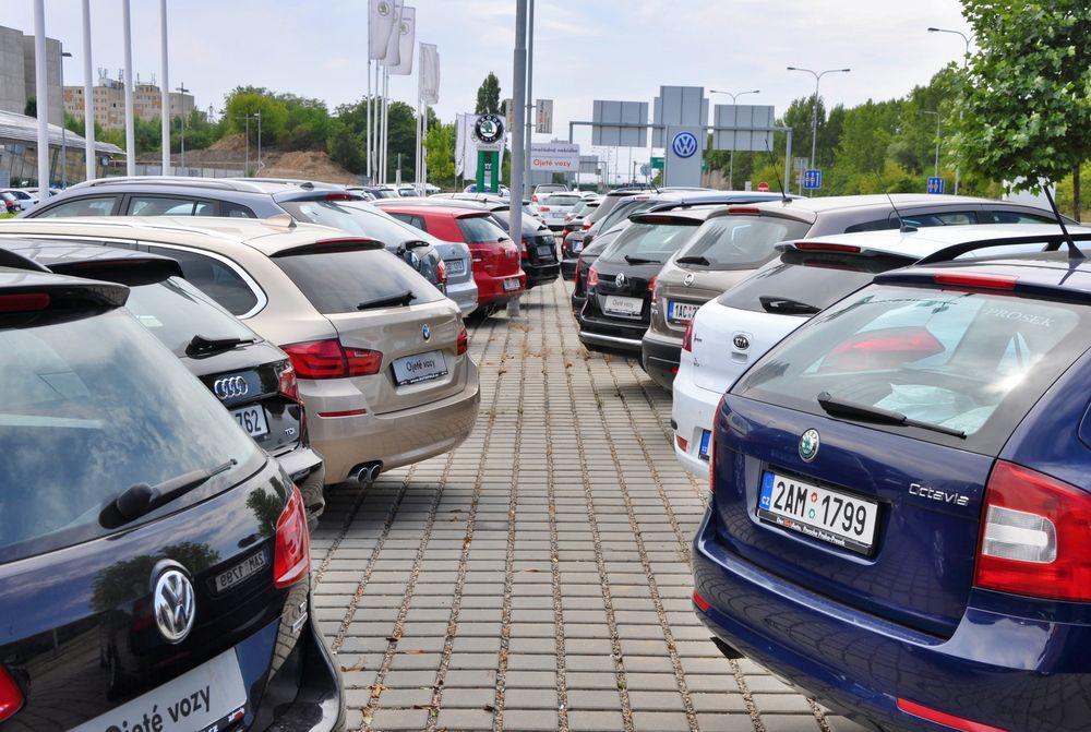 Samochody poflotowe: czy warto je kupić?
